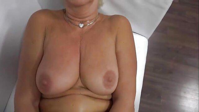 Hot porno keine Registrierung  Nan legt handjob reife frauen alles aus